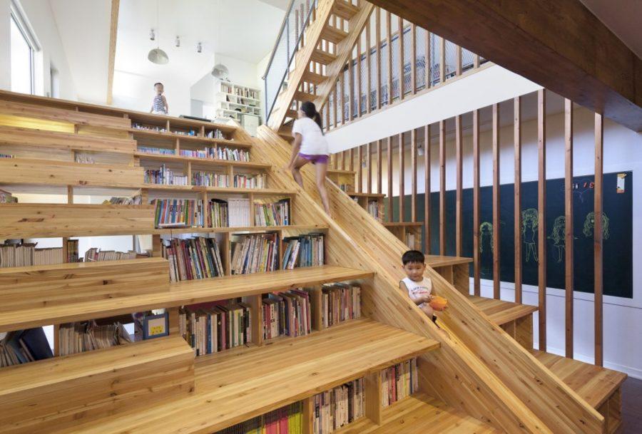 Desain tangga kayu multifungsi