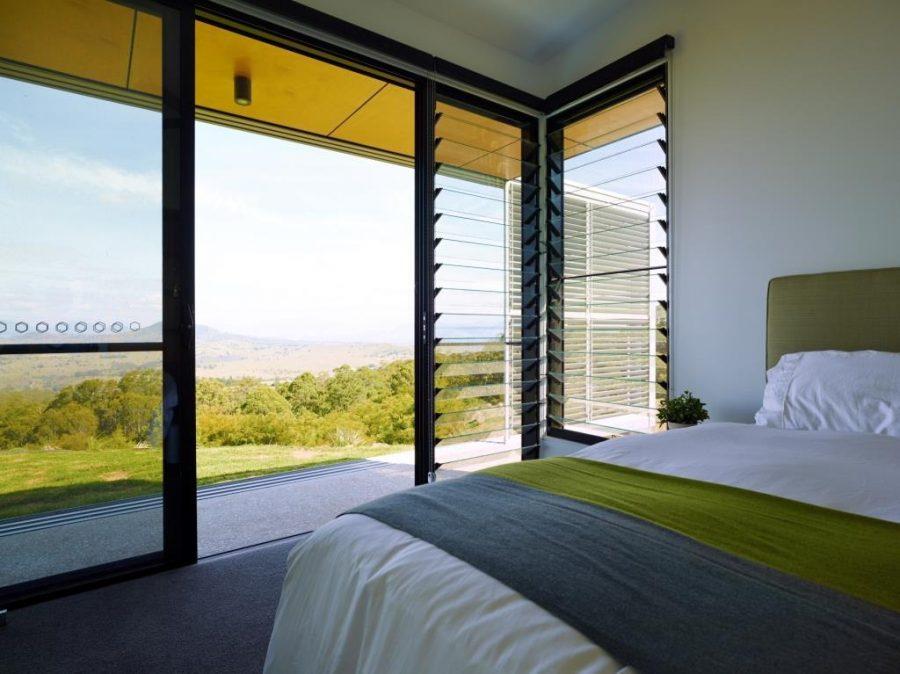 Kusen jendela kamar dari bahan aluminium