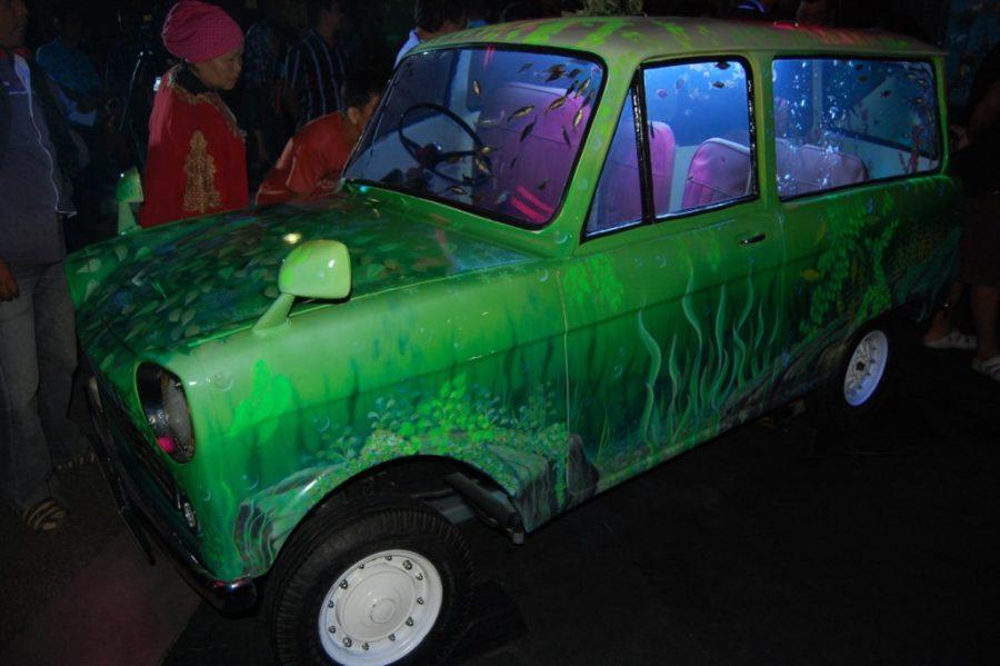 desain akuarium berbentuk mobil