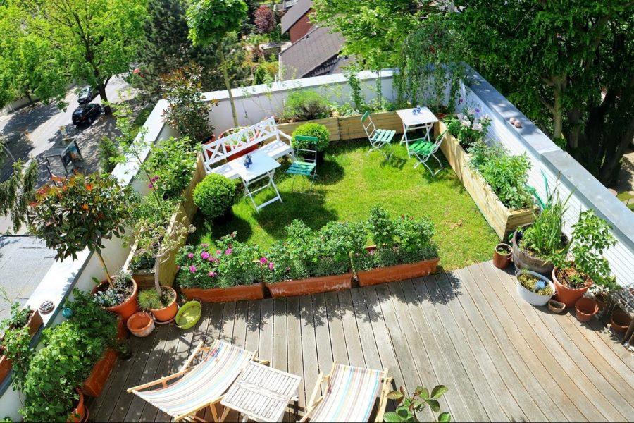 memanfaatkan atap rumah menjadi kebun bunga