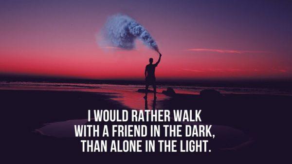 Caption Tentang Sahabat - Berjalan dalam gelap