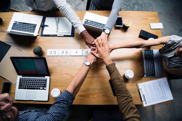 7 Cara memulai bisnis jilbab produksi sendiri dengan strategi pemasaran paling jitu - kerja sama dengan bisnis partner