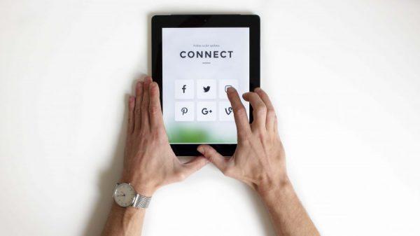Bentuk Bisnis E-Commerce - Social Media