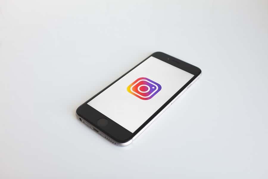 20190503 - 01 - 4 Cara Download Instagram Stories Melalui Aplikasi - Cover