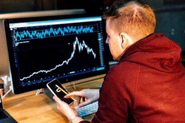 peluang usaha terlaris - trader