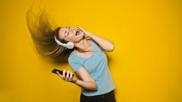 3 - mendengarkan musik bahasa jerman