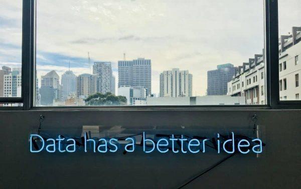 artificial intelligence untuk membantu manusia membuat keputusan terbaik