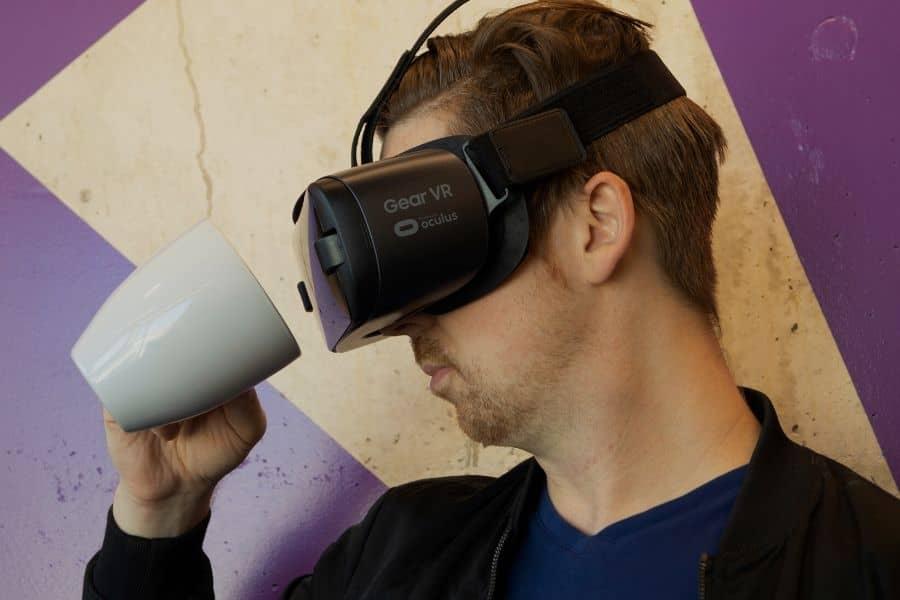 Rekomendasi Kacamata Virtual Reality (VR) Terbaik untuk Smartphone Anda