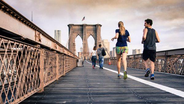 cara meningkatkan sistem kekebalan tubuh - berolahraga secara rutin